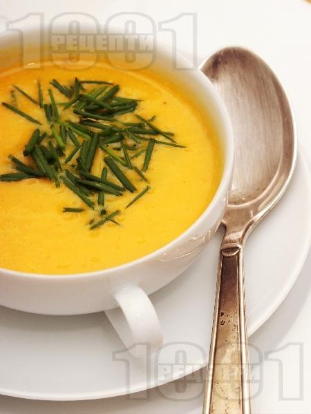 Крем супа от тиква, картофи и моркови с къри (без мляко) - снимка на рецептата